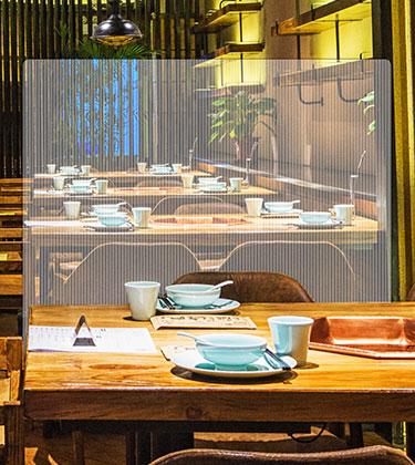 Pantalla protectora anticontagio para restaurantes